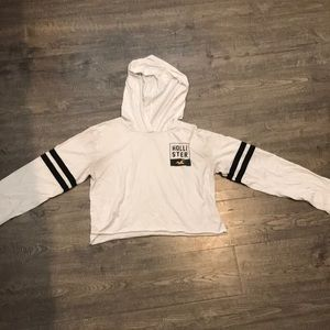 Crop Hollister hooded graphic tee